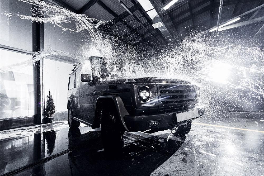 今話題の洗車用純水器!